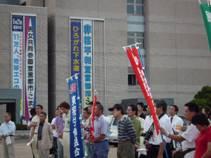 小松市役所には「非核平和宣言都市」の垂れ幕
