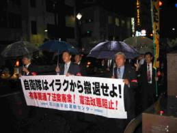 香林坊-片町-池田町のコースでデモ行進2