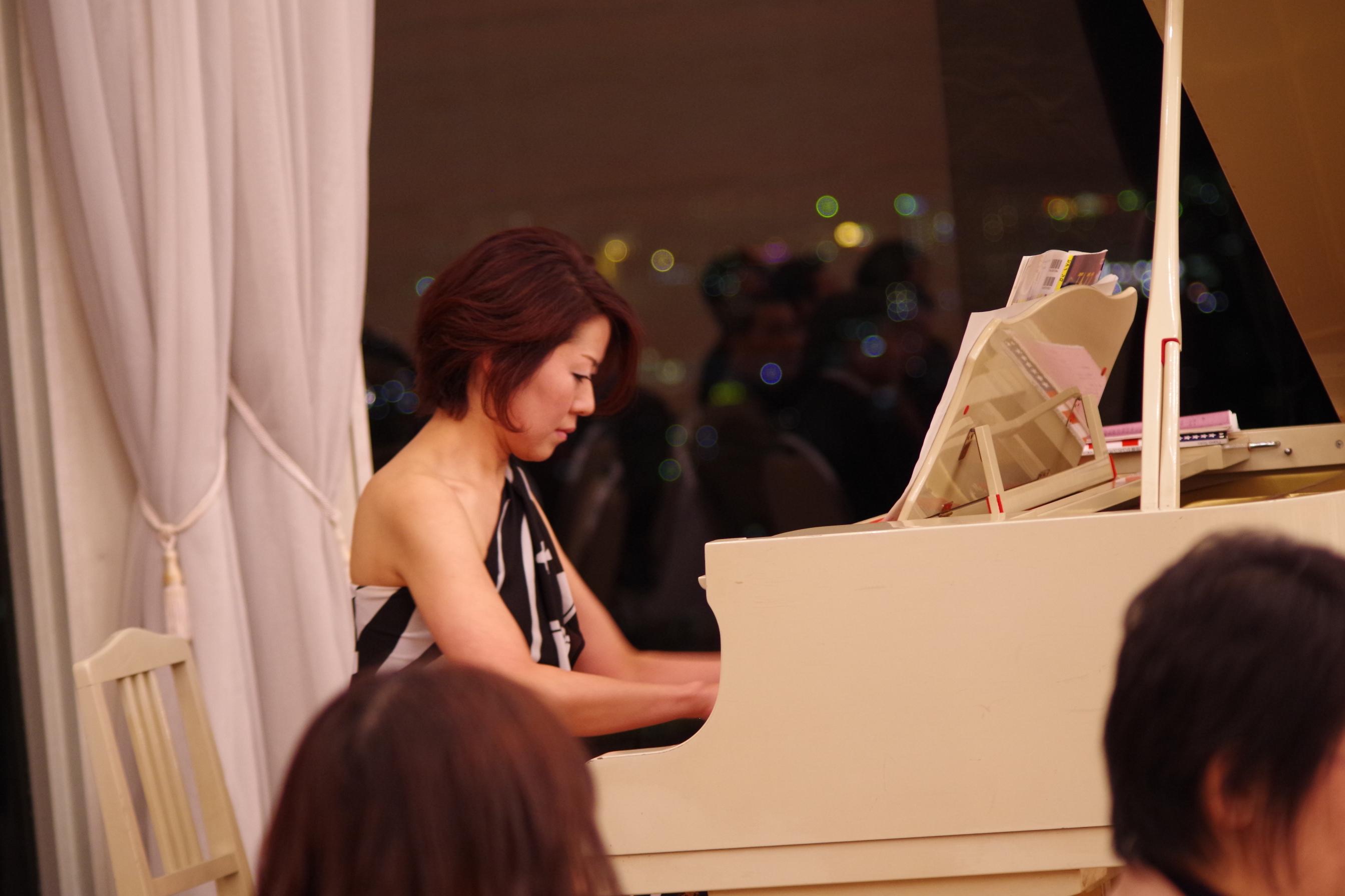 オープニングを飾るピアノソロ
