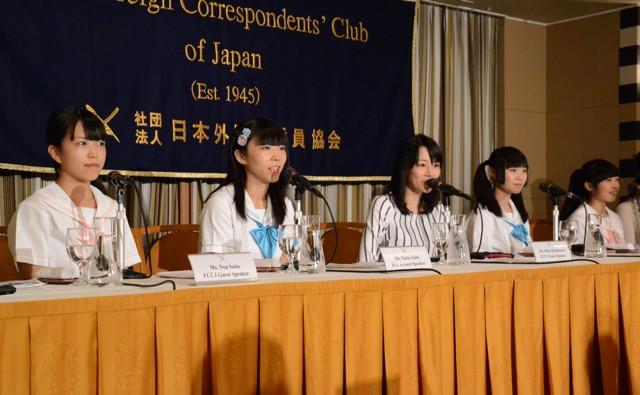 制服向上委員会が外国人記者の前で会見「アイドルでも子どもでも悪いことは悪いといわなければ」